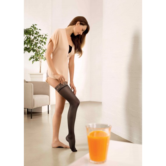 Diaphane elastic stockings up to the thigh